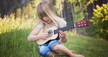 meisje gitaar